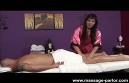 Massaggiatrice scopatrice molto arrapata