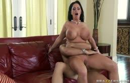 Tettona affamata si fa rompere la vagina