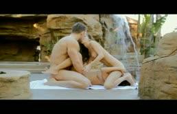 Due amiche lesbiche scopate nelle fighe bagnate