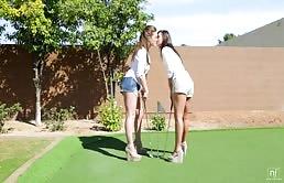 Due lesbiche si masturbano le fighe rasat