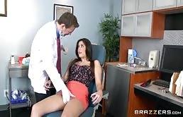 Porno xxx con un medico perverso