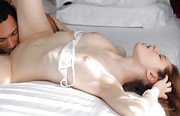Puttana in calore si fa masturbare la figa bagnata