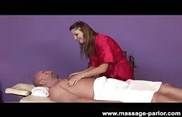 Aurora Snow e una massaggiatrice con voglia di cazzo