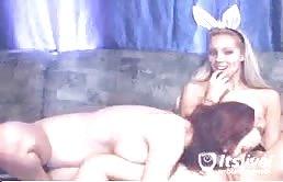 Gnocche lesbiche si leccano le fighe sul webcam