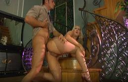 Alla baldracca bionda piace fare solo sesso anale