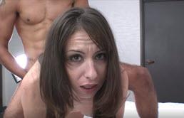 Sborrata vaginale per una giovane troia eccitata